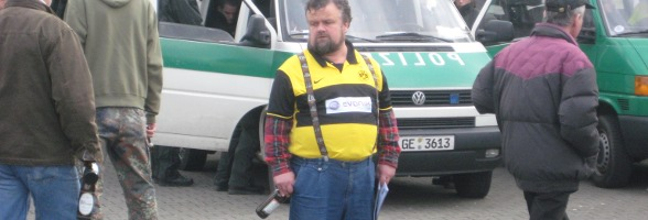 Ein handelsüblicher Evonik-Fan nach einem Spiel gegen den VfL Bochum