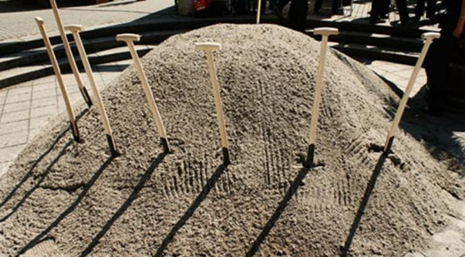 Freitag: mit Funny im Sandhaufen