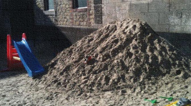 Samstag – Sonne – Sandhaufen